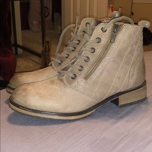 Steve Madden Taupe boots 8.5